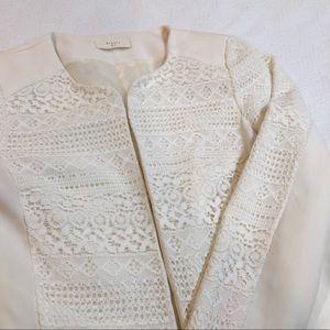 🍍Elodie / off white lace blazer